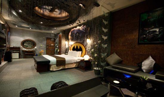 рисунок бэтмана на потолке
