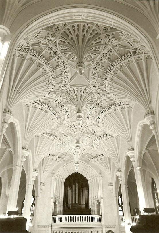 Ажурные потолки в христианской церкви