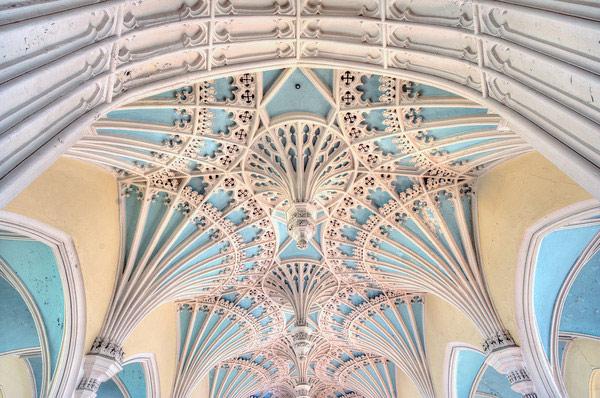 Кружевные потолки в христианской церкви
