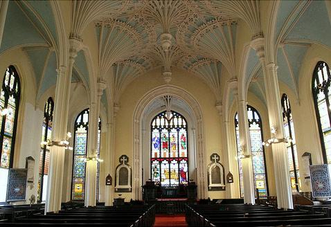 Кружевные потолки в церкви