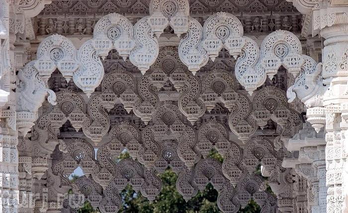 Ажурные потолки в индуистском храме (детали отделки)