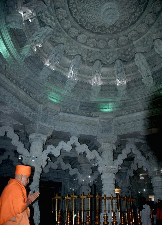 Кружевные потолки в храме