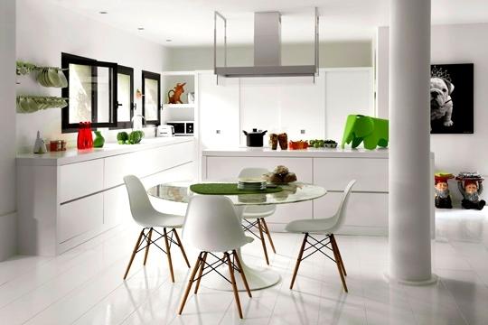 Натяжные потолки на кухне, белый стиль