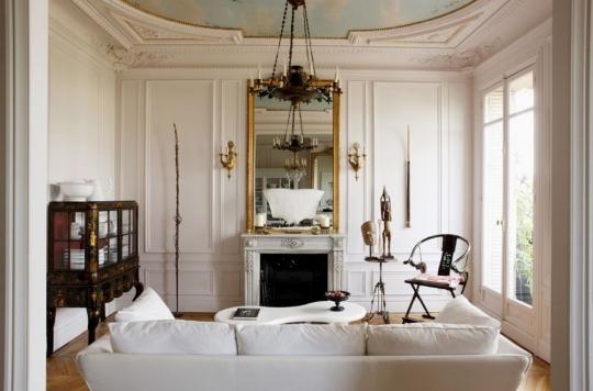 Сочетание (фьюжн) белого ампира и мебели в стиле модерн