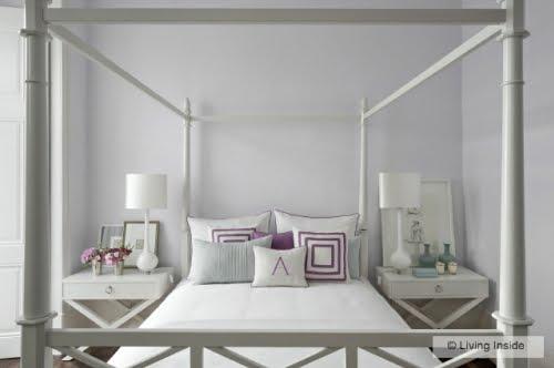 Минимализм удачно использует натяжные потолки белого цвета с концепцией прямых линий