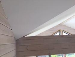 Потолок в коттедже, ломаная крыша