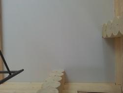 Многоярусный потолок в бревенчатом доме