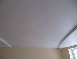 Потолки с полукруглой ступенькой