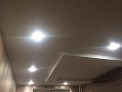 Потолок с накладкой