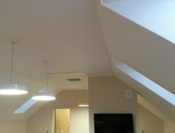 Потолок для мансарды обход откосов